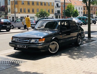 Saab 900 Turbo Aéro à Tourcoing (Nord)