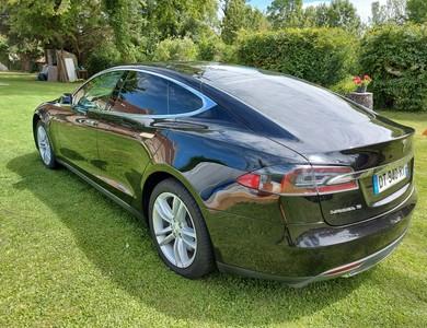Tesla Model S 85d à Meyreuil (Bouches-du-Rhône)