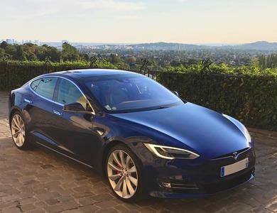 Tesla Model S P90d à Paris (17ème arr.)