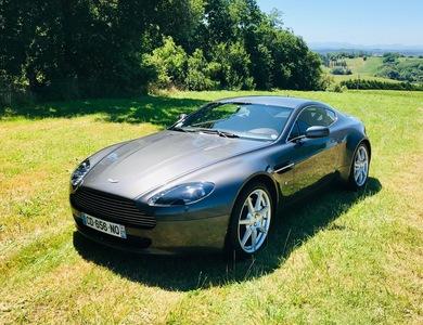 Aston Martin V8 Vantage à Pouillon (Landes)