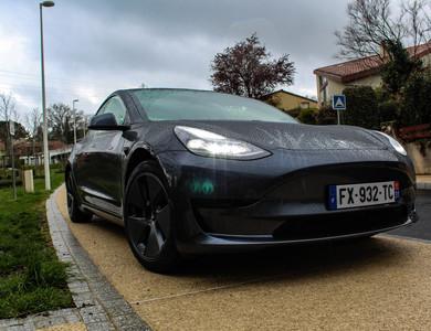 Tesla Model 3 à Escalquens (Haute-Garonne)