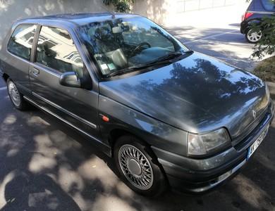 Renault Clio Baccarra à Marseille (13ème arr.)