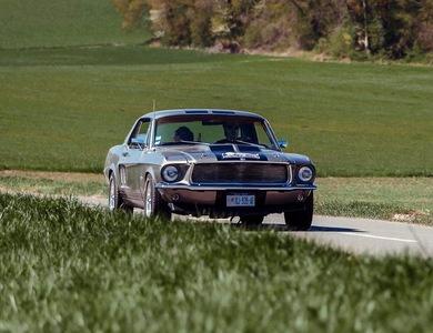 Ford Mustang (1ère Gen) à Cannes (Alpes-Maritimes)