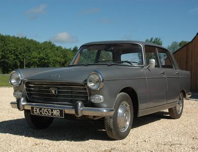 Peugeot 404 à Beaumontois-en-Périgord (Dordogne)