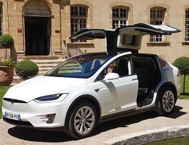 Tesla Model X 90d à Aix-en-Provence (Bouches-du-Rhône)