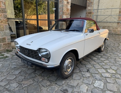 Peugeot 204 Cabriolet à Bonnelles (Yvelines)