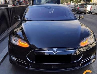 Tesla Tesla S85 à Neuilly-Plaisance (Seine-Saint-Denis)