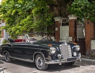 Mercedes-benz 220 S Cabriolet à Paris (11ème arr.)