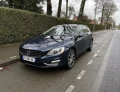 Volvo V60 D6 Plug In Hybrid à Tourcoing (Nord)