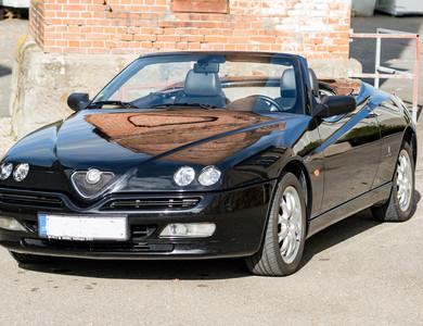 Alfa Romeo Spider 916 à Toulon (Var)