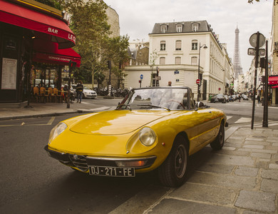 Alfa Romeo Spider Coda Tronca à Courbevoie (Hauts-de-Seine)