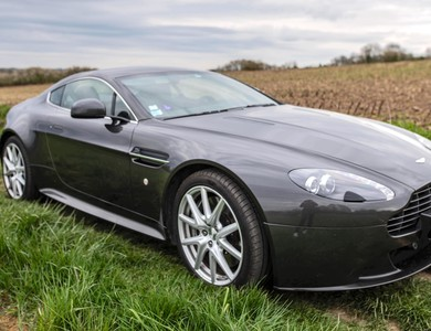 Aston Martin V8 Vantage S à Bailly-Romainvilliers (Seine-et-Marne)