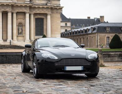 Aston Martin V8 Vantage S à Paris (14ème arr.)