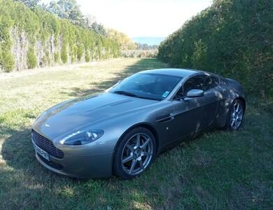 Aston Martin V8 Vantage à Sorgues (Vaucluse)
