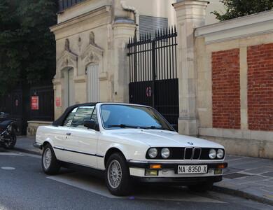 Bmw 325i (e30) à Paris (9ème arr.)