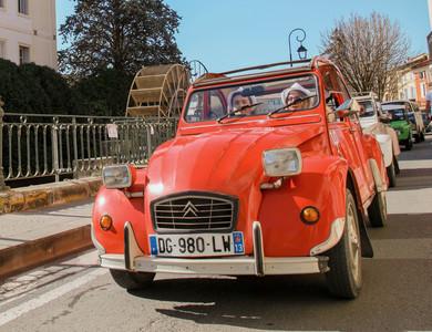Citroen 2cv à L'Isle-sur-la-Sorgue (Vaucluse)