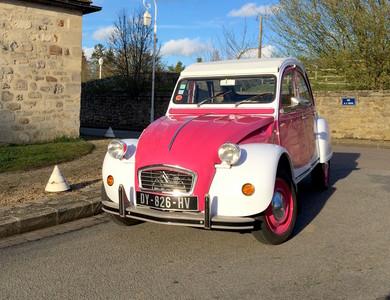 Citroen 2cv Pink à Paris (17ème arr.)