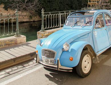 Citroen 2cv à Saint-Rémy-de-Provence (Bouches-du-Rhône)