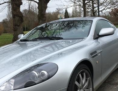 Aston Martin Db9 à Roche-la-Molière (Loire)