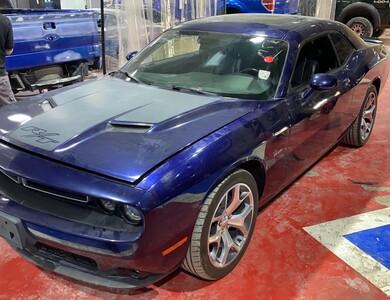 Dodge Challenger à Bonrepos-sur-Aussonnelle (Haute-Garonne)