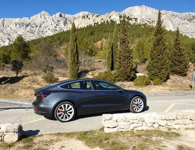 Tesla Model 3 Performance à Meyreuil (Bouches-du-Rhône)