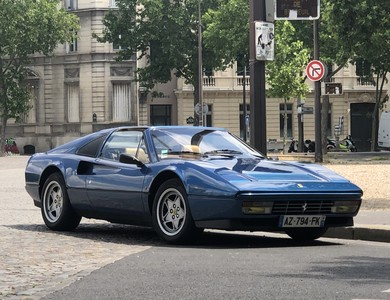 Ferrari 328 Gts à Paris (2ème arr.)
