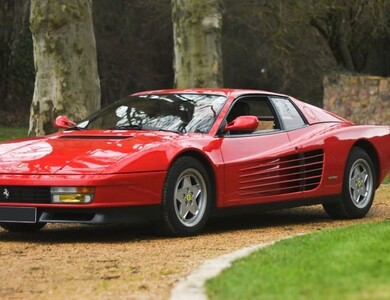 Ferrari Testarossa à Courbevoie (Hauts-de-Seine)