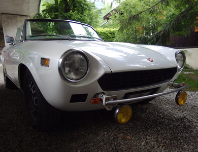 Fiat Spider 124 à Chamonix-Mont-Blanc (Haute-Savoie)