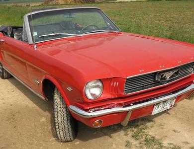 Ford Mustang V8 Cabriolet 1ère Génération à Biéville-Beuville (Calvados)