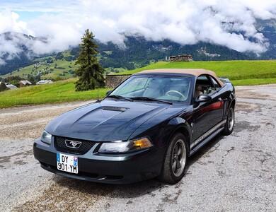 Ford Mustang à Saint-Pierre-en-Faucigny (Haute-Savoie)