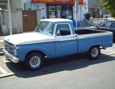 Ford Pick-up Ford F100 à Nanterre (Hauts-de-Seine)