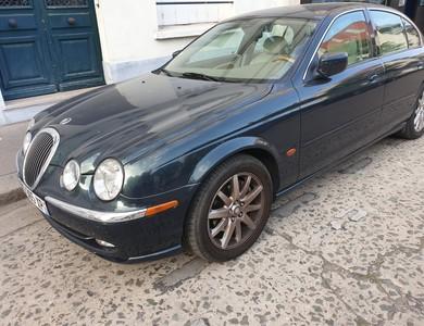 Jaguar S-type à Paris (15ème arr.)