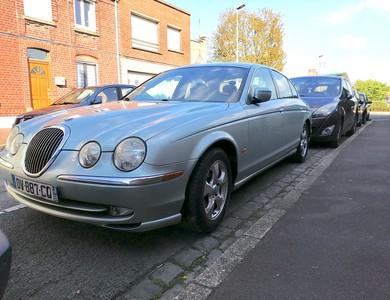 Jaguar S-type à Tourcoing (Nord)