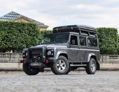 Land Rover Defender à Paris (17ème arr.)