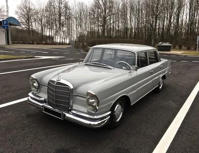 Mercedes-benz 220 Se Heckflosse à Paris (17ème arr.)