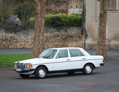 Mercedes-benz 230 (w123) à Les Sables-d'Olonne (Vendée)