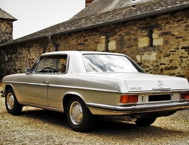 Mercedes-benz 280 Ce W114 à Paris (17ème arr.)
