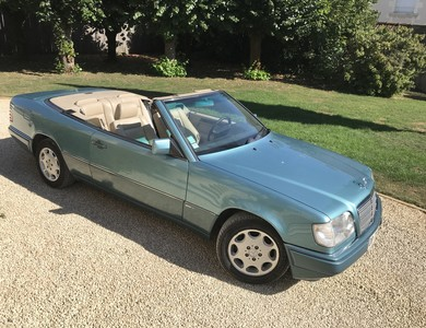 Mercedes-benz Cabriolet E200 à Poitiers (Vienne)