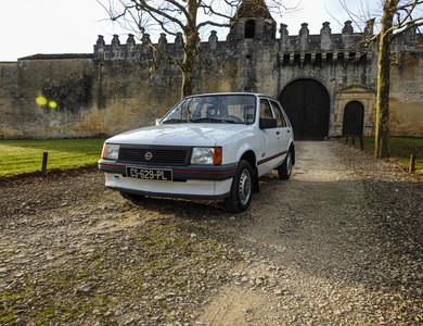 Opel Corsa A 1000s à Châteaubernard (Charente)