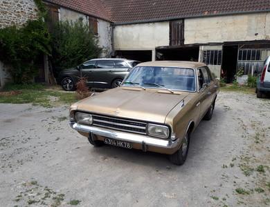 Opel Rekord à Forges-les-Bains (Essonne)