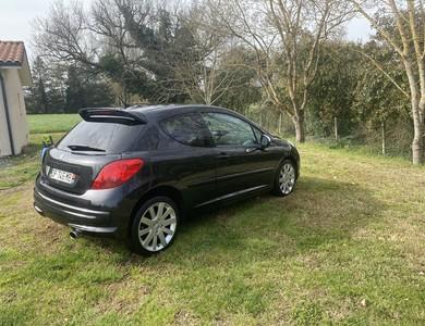 Peugeot 207 1.6 Thp 150 à Roquelaure (Gers)