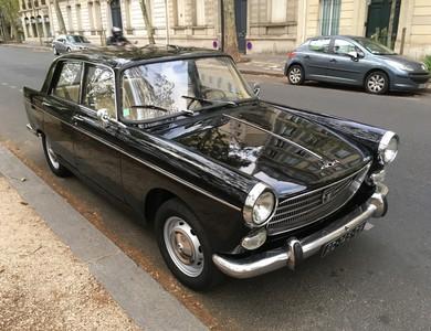 Peugeot 404 à Paris (2ème arr.)