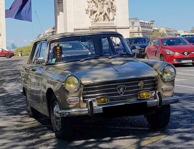 Peugeot 404 Superluxe à Les Lilas (Seine-Saint-Denis)