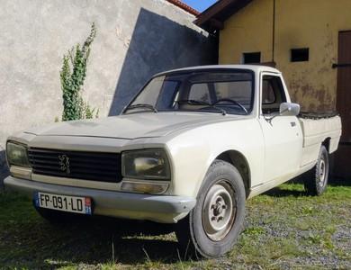 Peugeot 504 Pick Up à Tarbes (Hautes-Pyrénées)