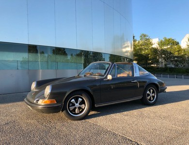 Porsche 911 2.0 S Targa à Courbevoie (Hauts-de-Seine)