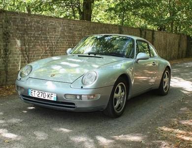 Porsche 911 Type 993 Carrera 2 à Paris (17ème arr.)