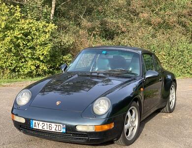Porsche 911 Type 993 Carrera 2 à Paris (8ème arr.)