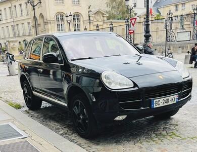 Porsche Cayenne à Paris (5ème arr.)