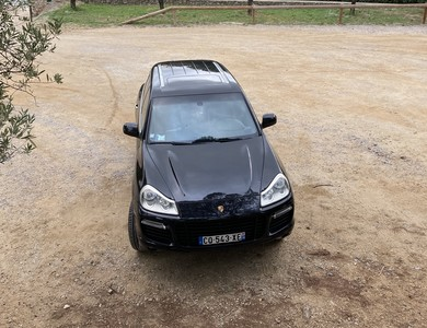 Porsche Cayenne Turbo à Triel-sur-Seine (Yvelines)