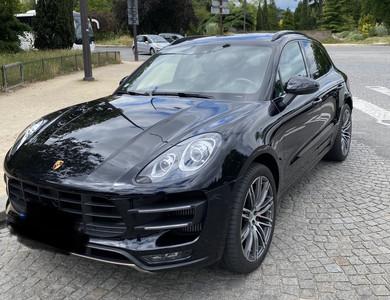 Porsche Macan Turbo à Paris (17ème arr.)